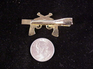 crossed-revolvers-tie-bar-2