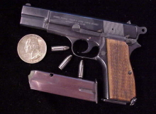 Miniart Browning Hi-Power 004-1