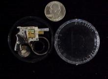 Xythos revolver in round case TJ-17-1